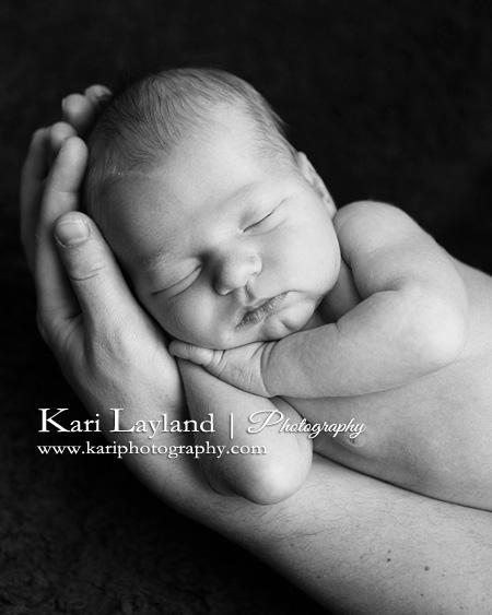 one month newborn picture ideas - Portrait in daddy s hands