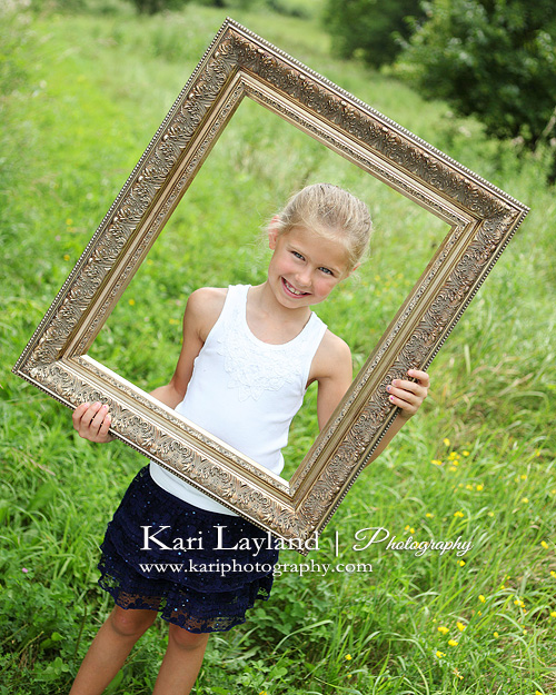 girl holding picture frame | Kari Layland - MN portrait photographer ...