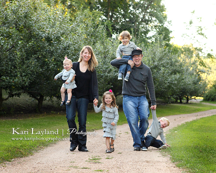 Funny Candid Family Photo Taken By Kari Layland Photography In Minnetonka Orchard MN