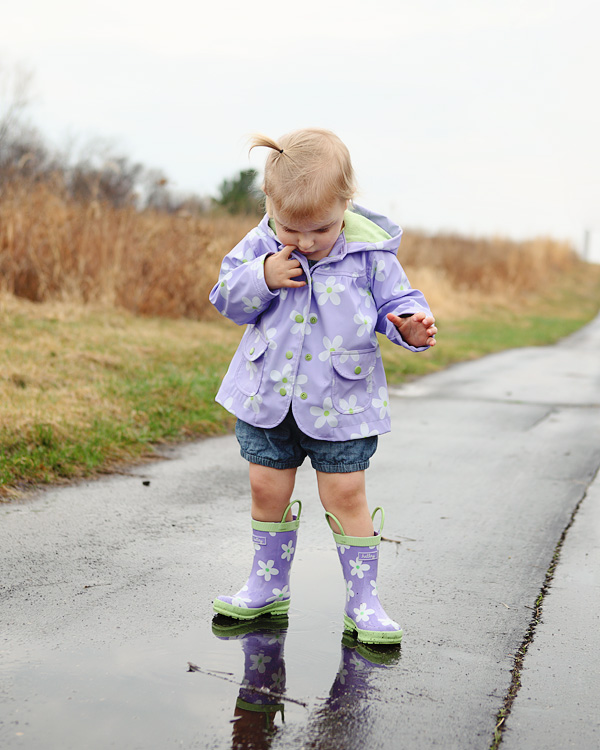 Toddler girl portrait in the rain - MN child photographer Kari Layland